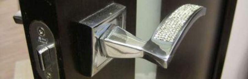 Ремонтируем металлические детали дверей и окон