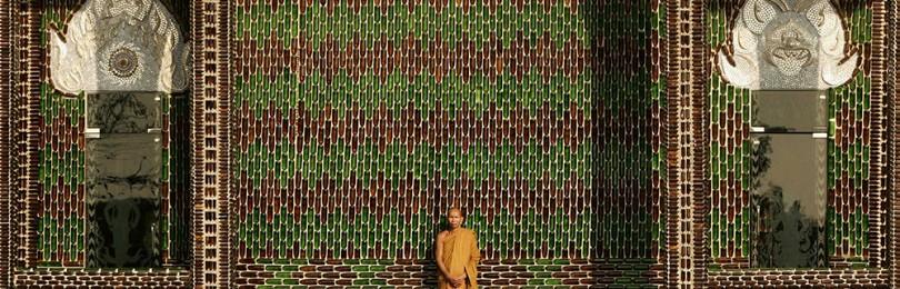 Храм миллиона бутылок в Таиланде