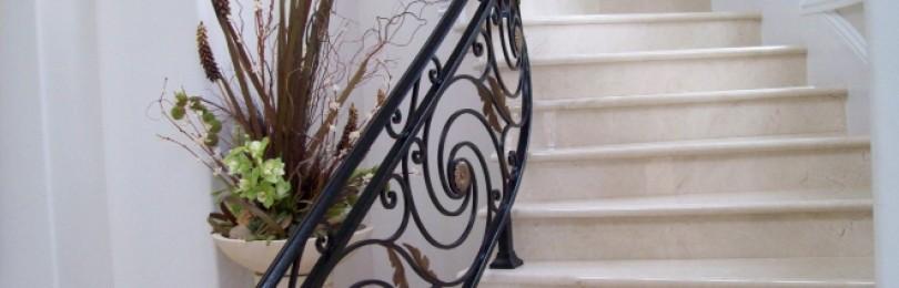 Лестничные ограждения – перила и поручни