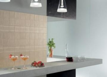 Использование керамогранита в облицовке кухни