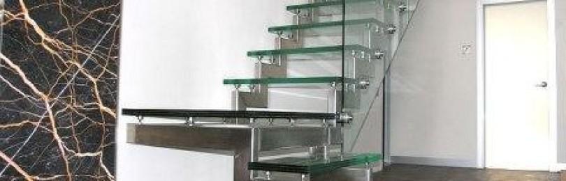 Стеклянные лестницы в интерьере загородных домов