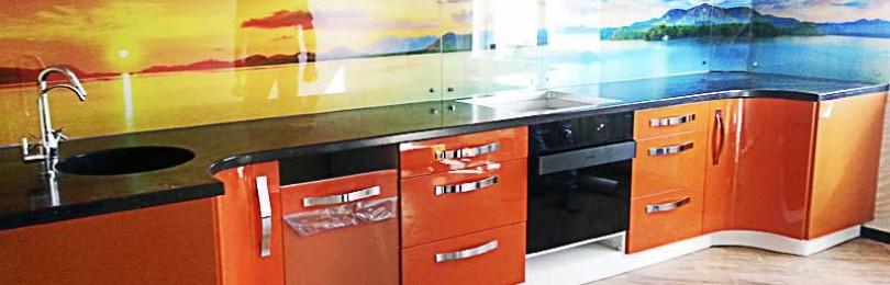 Как выбрать самый стильный стеклянный фартук для кухни?