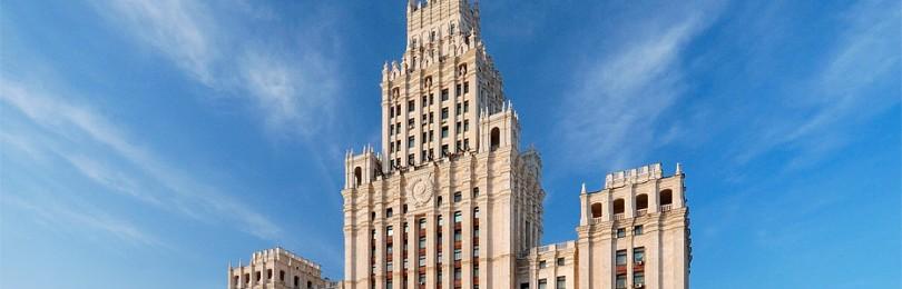 Почему сталинская высотка строилась под заметным наклоном?