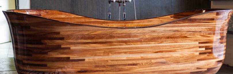 Оригинальная деревянная ванна в интерьере