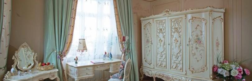 Как правильно подобрать шторы к обоям и интерьеру гостиной (зала)