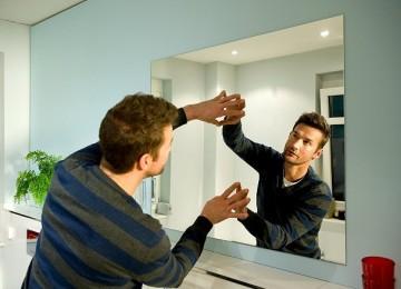 Как прикрепить зеркало к стене