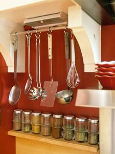 Аксессуары для кухни – рейлинги и навесное оборудование