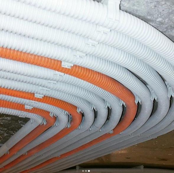 Как выполнить прокладку кабеля в гофре