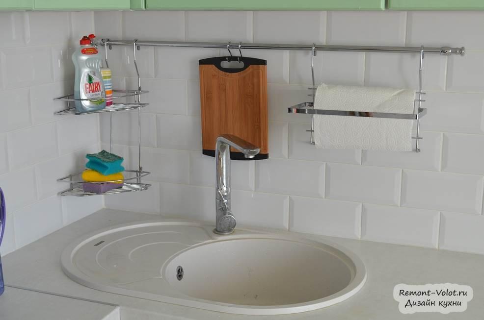 Рейлинги на кухню для приборов в интерьере
