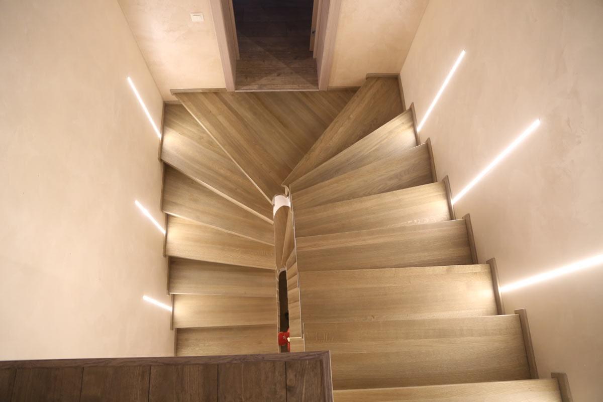 освещение лестничного марша в частном доме
