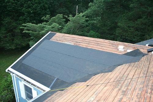 как класть рубероид на крышу