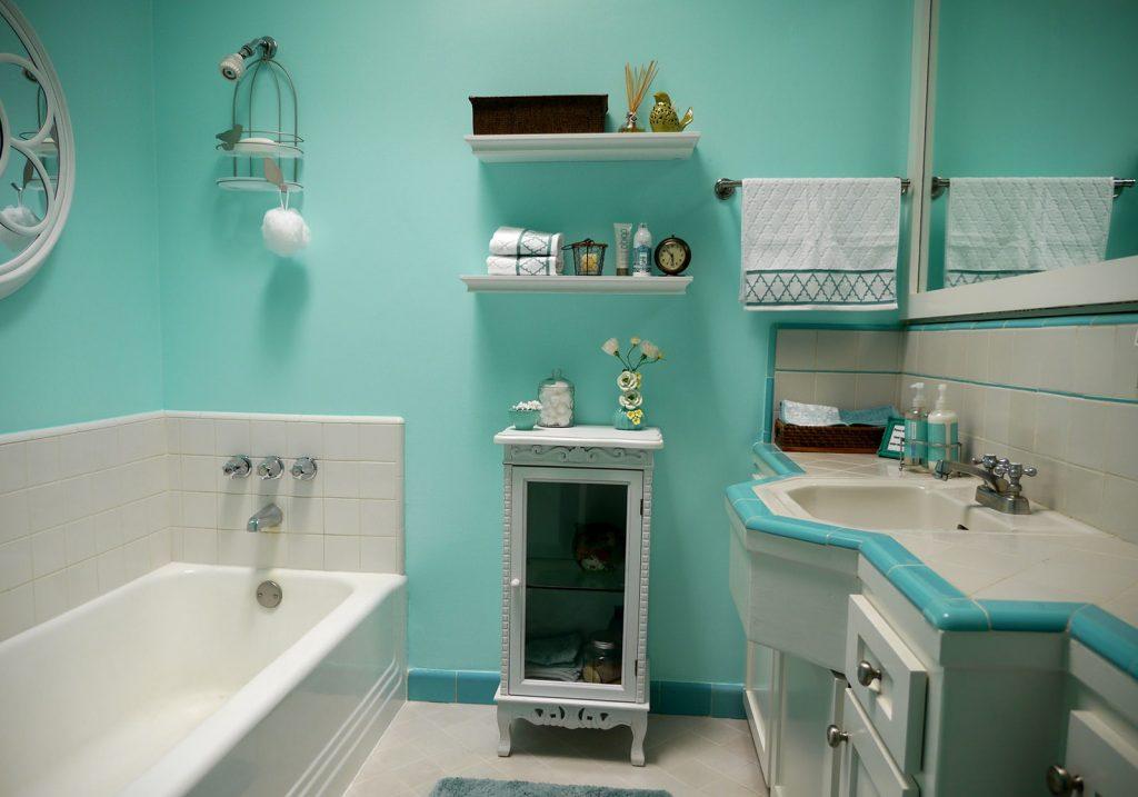 Какие бывают панели для использования в ванной комнате и в чем преимущество по сравнению с плиткой