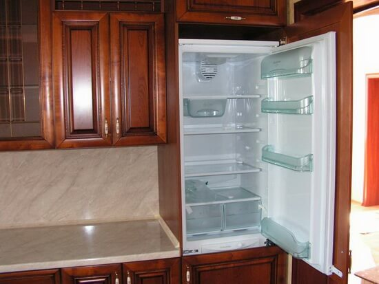Как правильно установить холодильник: 4 правила при подключении