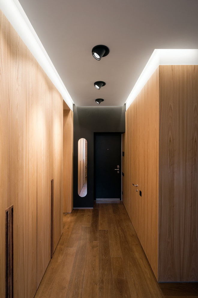 Освещение в прихожей (57 фото): свет в дизайне квартиры, подсветка зеркала светодиодной лентой. какие выбрать светильники для маленькой и длинной прихожей?