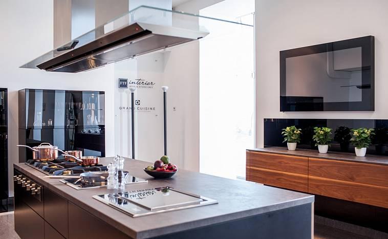 Покупаем телевизор на кухню: какой выбрать и где установить