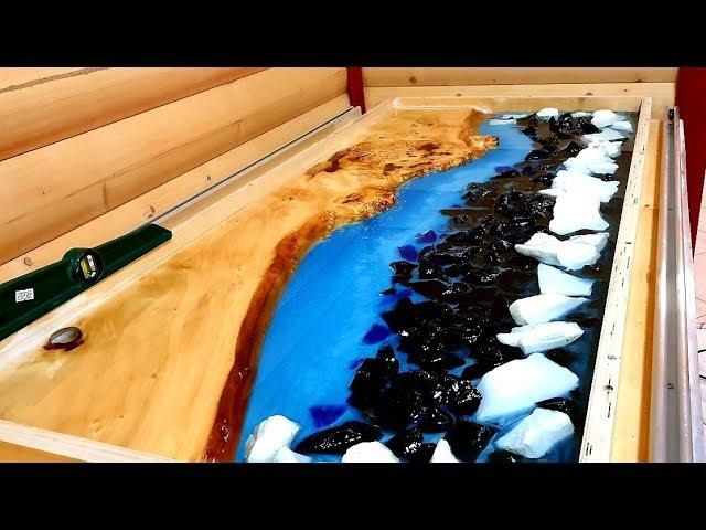 Стол из эпоксидной смолы (39 фото): модели из массива дерева и эпоксидки, деревянный столик-«молния» в интерьере