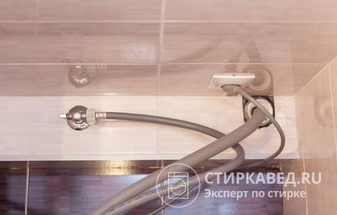 Как подключить слив стиральной машины: особенности, методы, практическое руководство