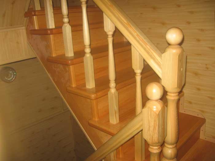 Выбор краски для межэтажной лестницы из дерева