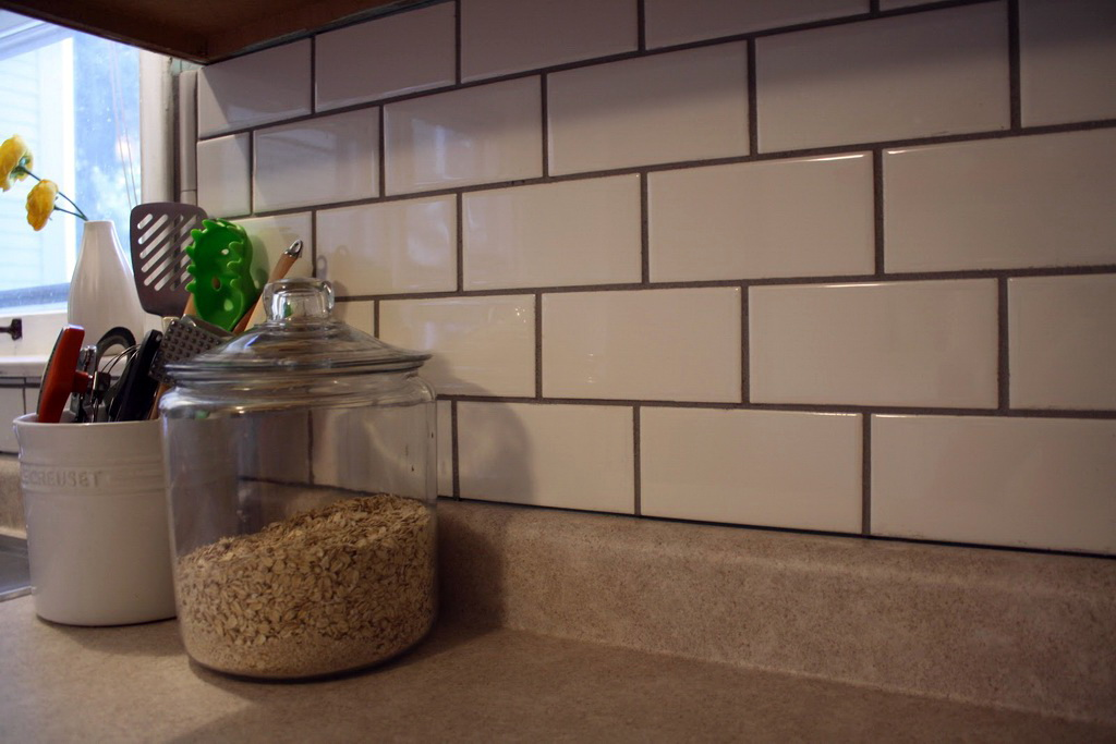 20 интерьеров с плиткой кабанчик на кухонном фартуке