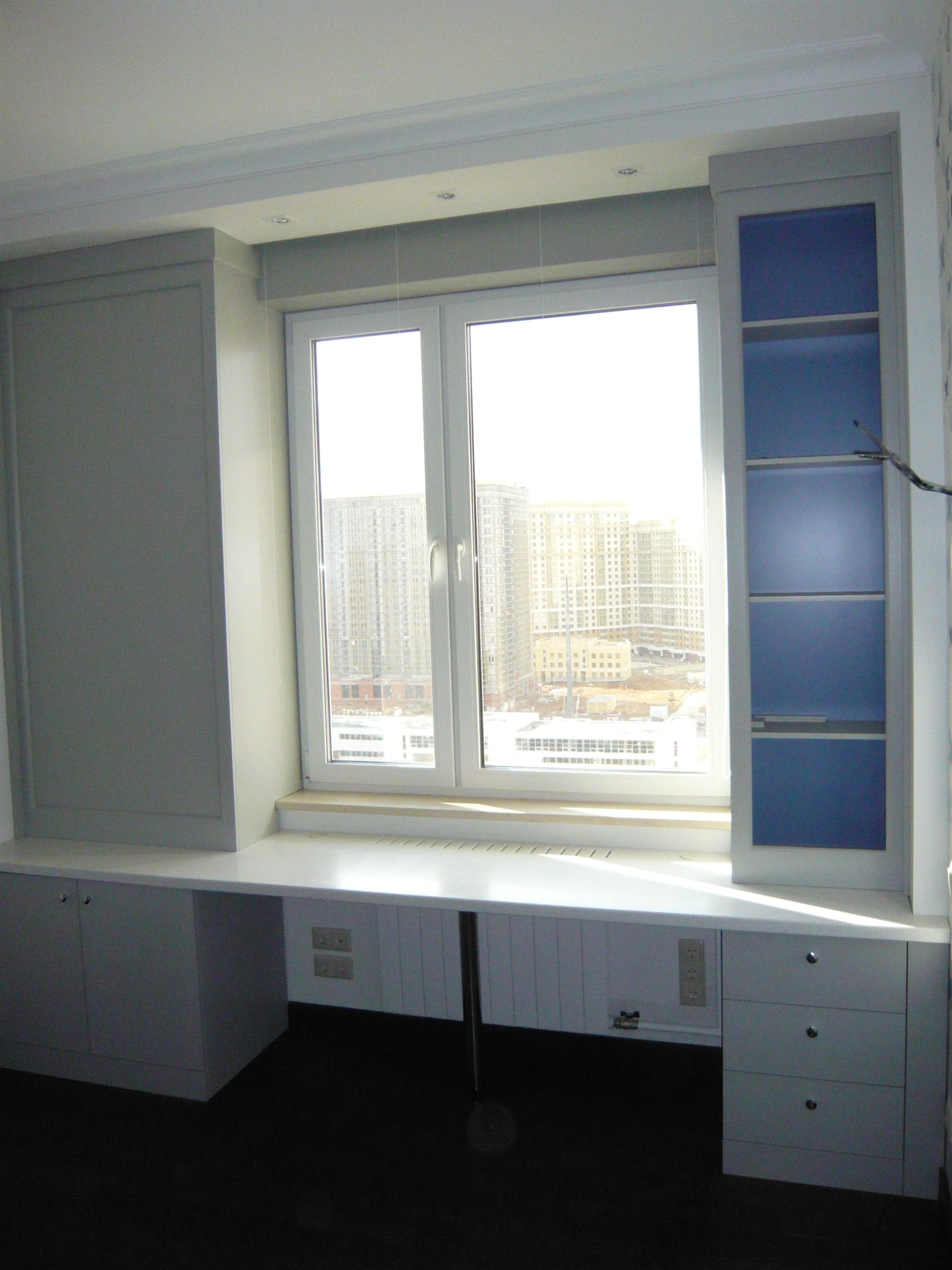 шкаф под окном