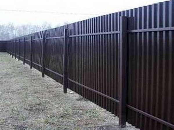 белый забор из профнастила