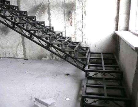 Как сделать металлическую лестницу на второй этаж? — prolestnitsy.ru