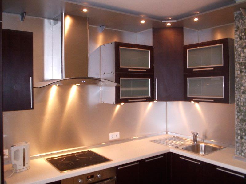 Светодиодная подсветка для кухни в рабочей зоне: какие светильники и типы ламп подходят для освещения поверхности, как сделать свет своими руками