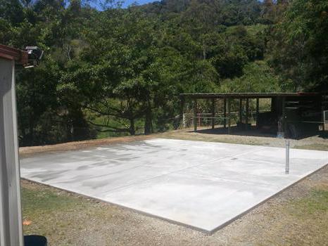 Как правильно залить двор бетоном своими руками: правила и особенности заливки