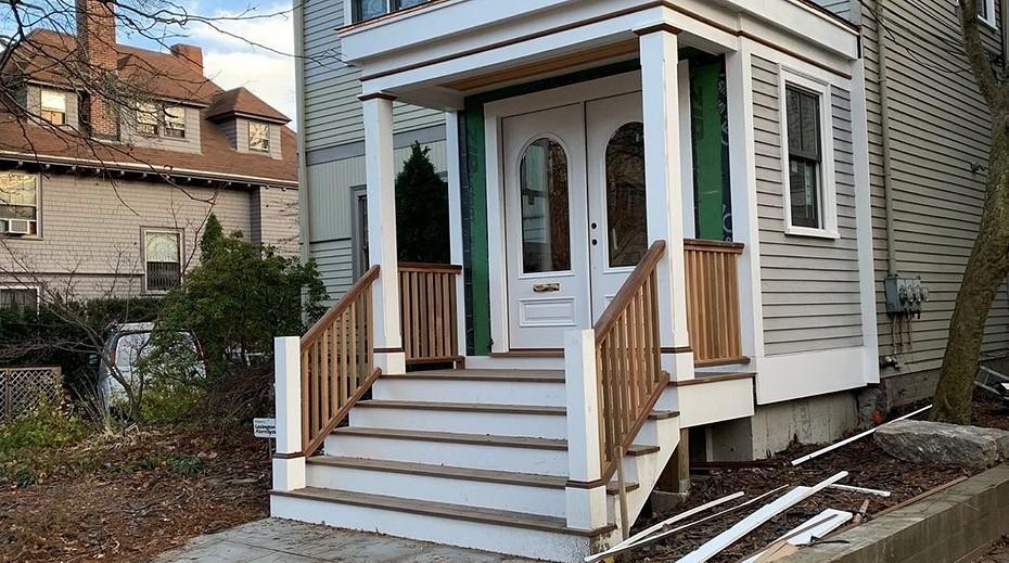 Как соорудить красивое крыльцо для частного дома?