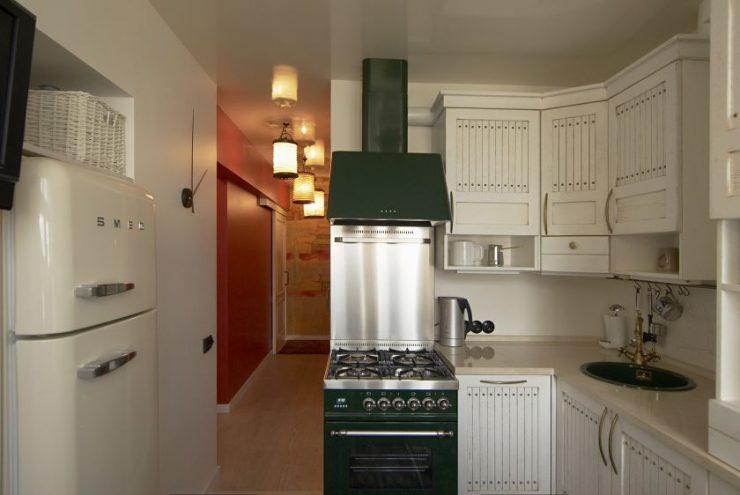 Кухонный гарнитур для маленькой кухни (98 фото): дизайн малогабаритной кухни, цвета небольших кухонных гарнитуров, готовые варианты экономкласса. какую модель лучше выбрать?