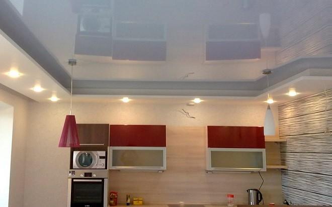 На сколько опускается базовая поверхность при установке натяжного потолка