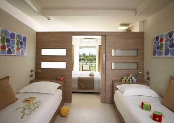 Кровать для троих: разновидности конструкций детских трехместных кроватей, правила и критерии выбора