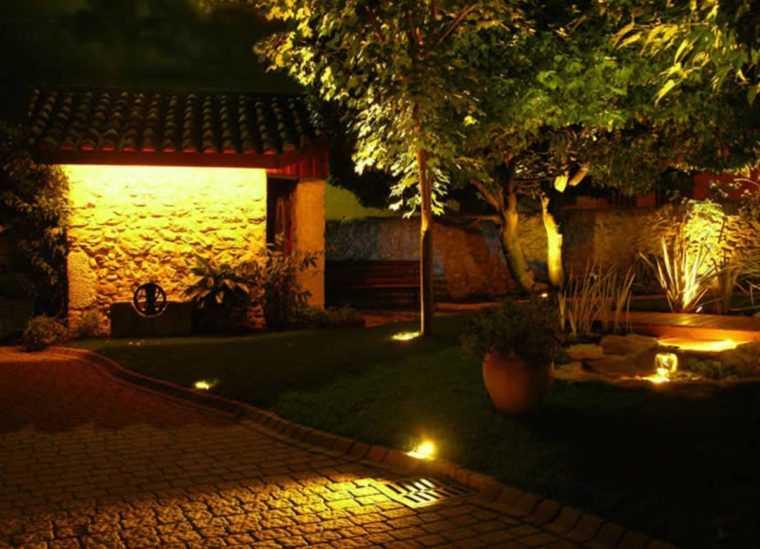 Декоративное освещение загородного дома +75 фото