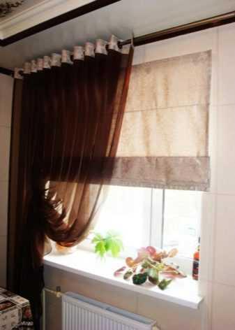Тюль и шторы для зала (91 фото): расположение тюля поверх ночных штор, подбор комплектов для гостиной на люверсах и другие варианты