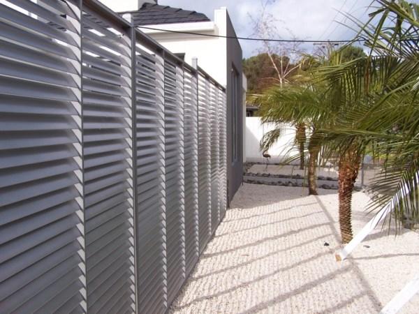 забор из ламелей металлических