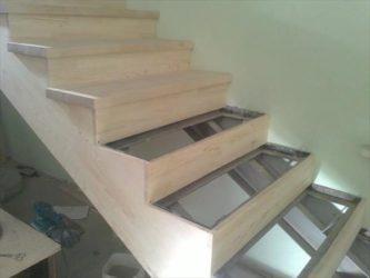 обшивка металлокаркаса лестницы деревом