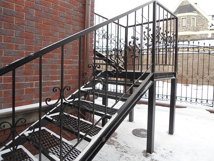 перила для лестниц в частном доме