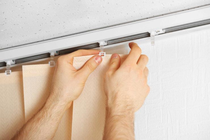 Как постирать и помыть рулонные шторы быстро и эффективно