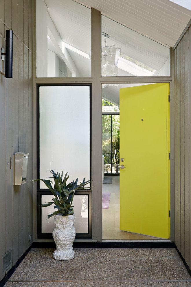 Пластиковые двери входные для частного дома