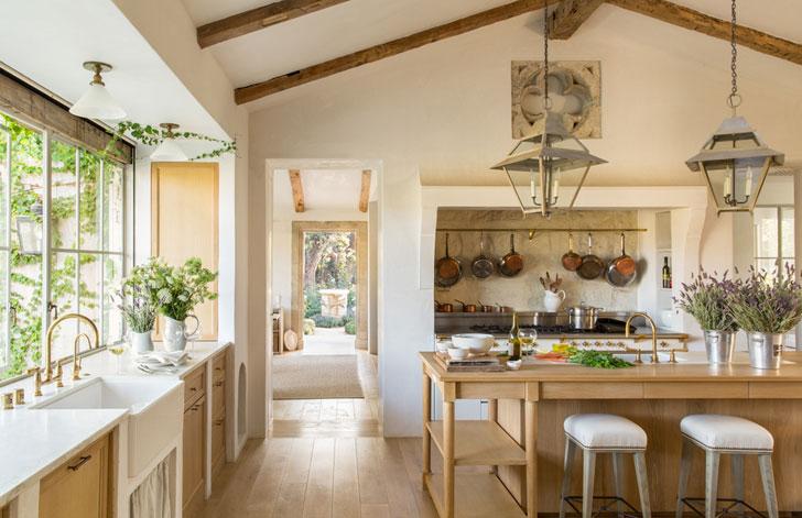 Стиль «прованс» в интерьере загородного дома (89 фото): очень красивые проекты для деревянного коттеджа, отделка и дизайн, декор и аксессуары в прованской обстановке