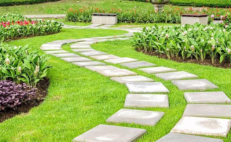 Садовые дорожки из бетонных плит своими руками: инструкция с фото