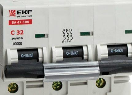 Трёхфазный автоматический выключатель с25