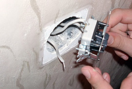 Моргает свет в квартире: устранение проблемы своими руками