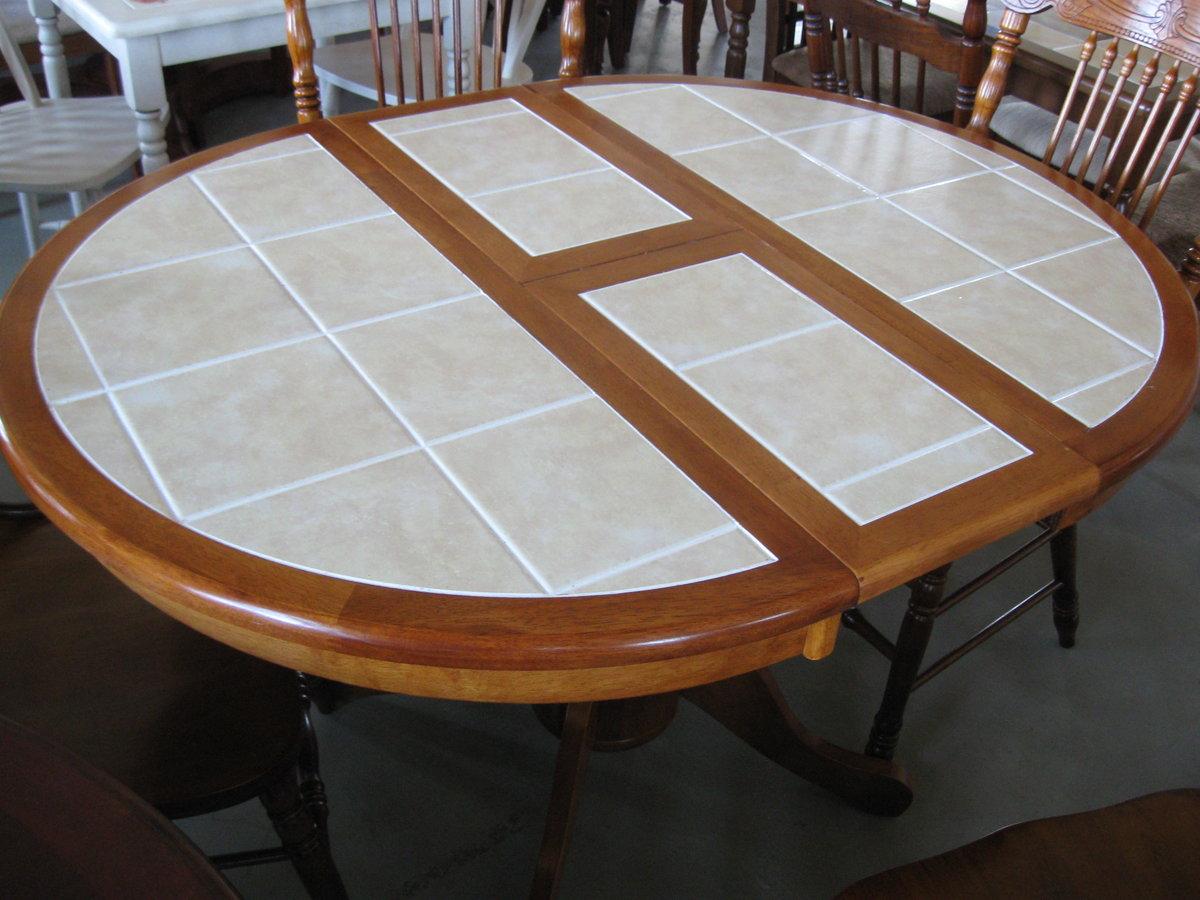 Круглый стол для кухни: какие бывают, фото реальных интерьеров