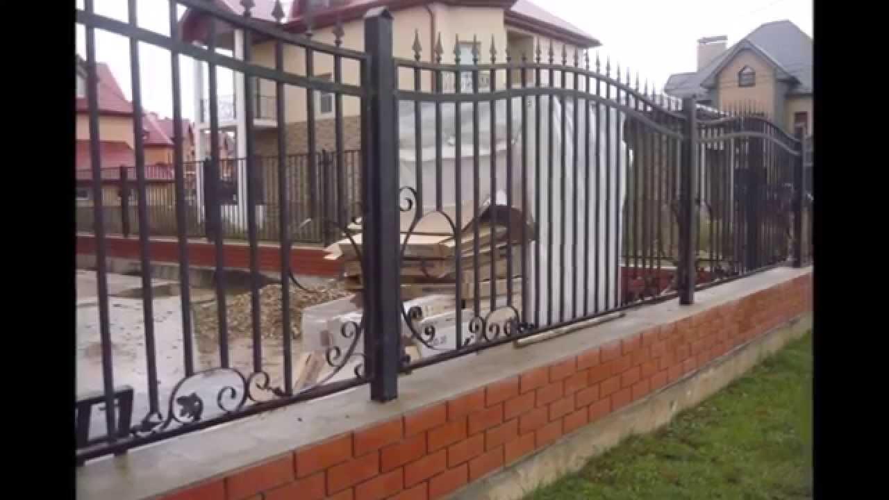 Красивые кованые заборы и ворота с калиткой: фото и эскизы вариантов