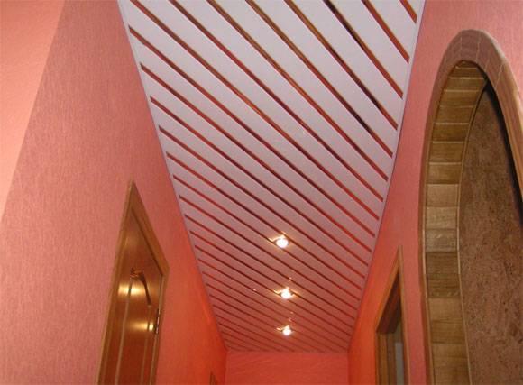 Реечный потолок: фото, виды (из дерева, пластика, металла, алюминия), формы, дизайн, цвет