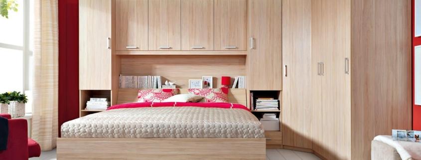 Встроенный угловой шкаф в спальню: виды и устройство.