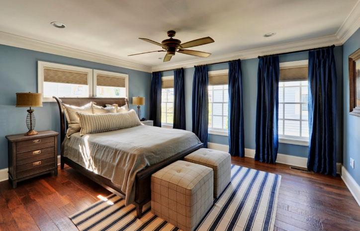 Шторы в голубую спальню (27 фото): какие оттенки подойдут к обоям голубого цвета?