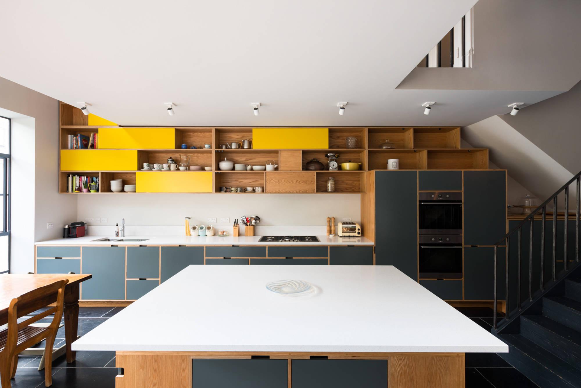 Коричневая кухня в интерьере: 120+ (фото) сочетаний в ярких тонах