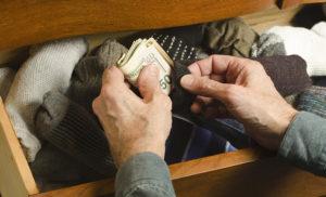 5 секретных мест в квартире, где лучше прятать деньги